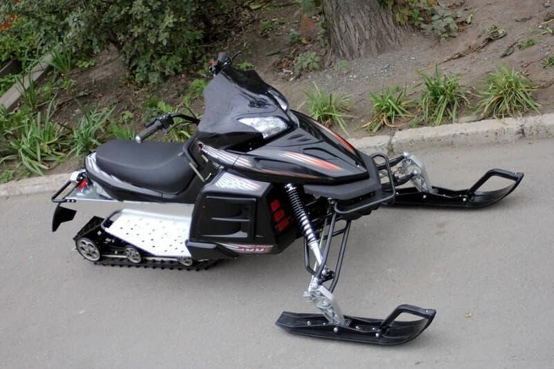 Эффективное двухместное транспортное средство: Снегоход Куница 300
