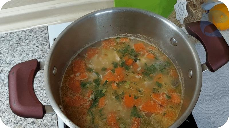 Суп из горбуши с зеленью
