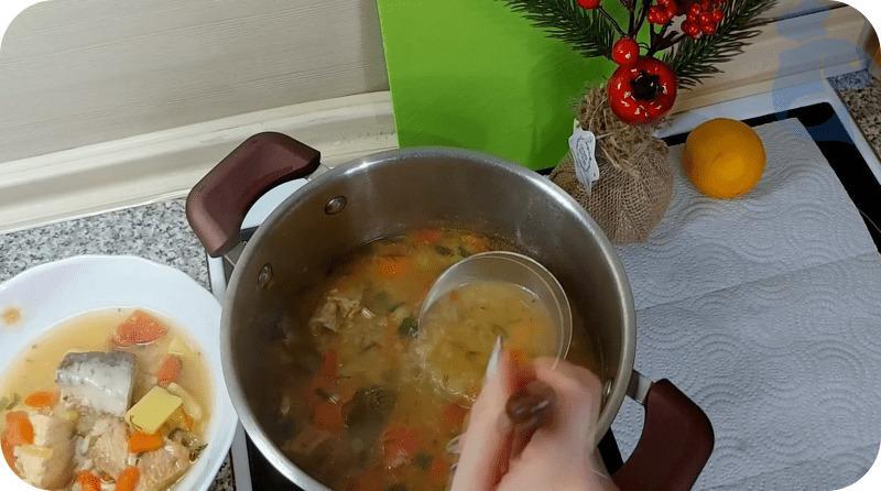 Вкусный суп из горбуши