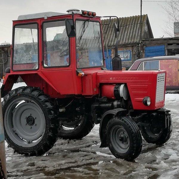 Трактор в весеннее время