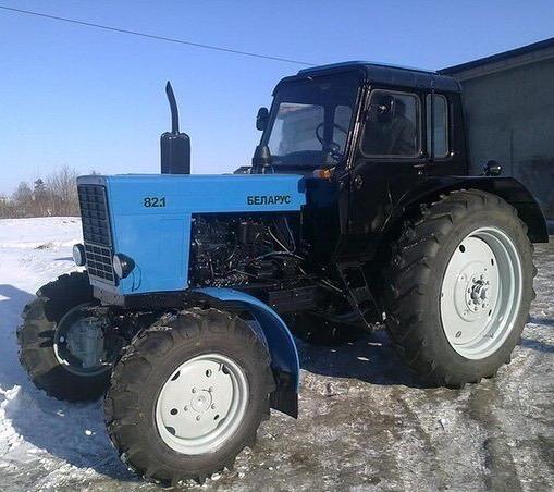 Трактор в зимнее время