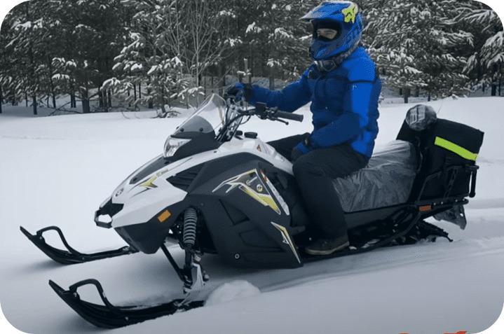 Езда на снегоходе Стелс капитан