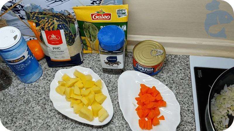 Порезанный картофель и морковь