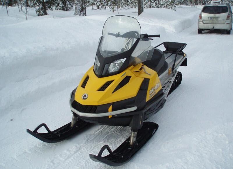 Легкий одноцилиндровый снегоход Скидо Тундра 2
