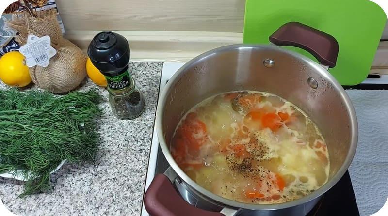 Суп с рыбой и рисом