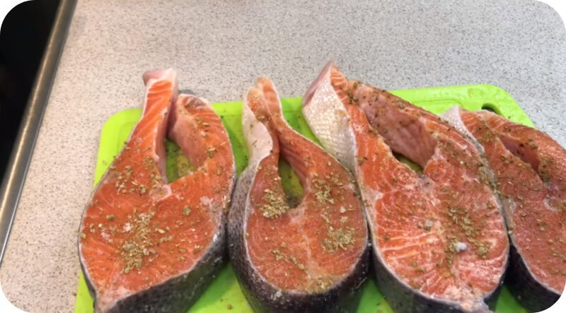 Красная рыба со специями
