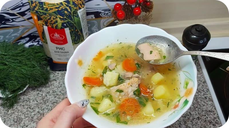 Питательный суп из горбуши