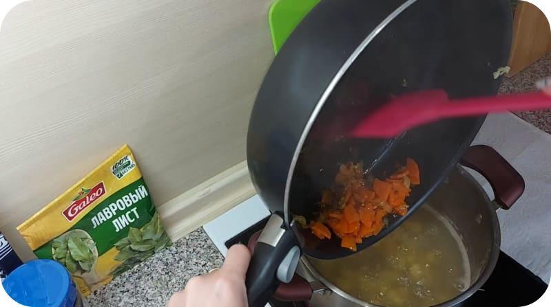 Зажарка из морковии лука для супа