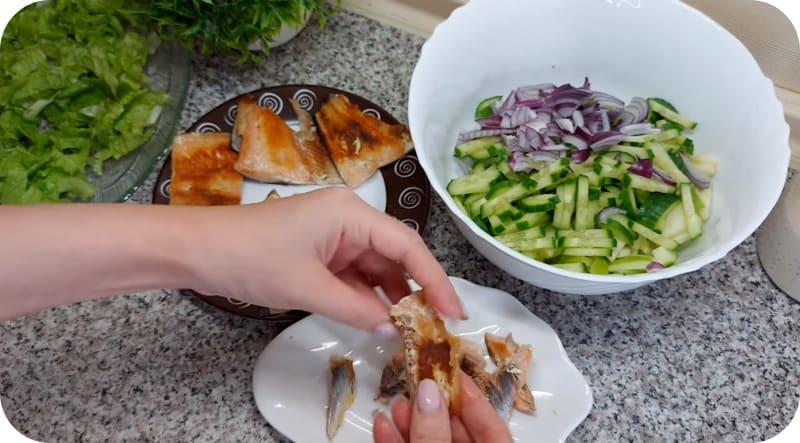 Красная рыба для салата