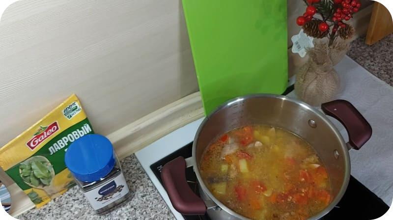Горячий суп из горбуши