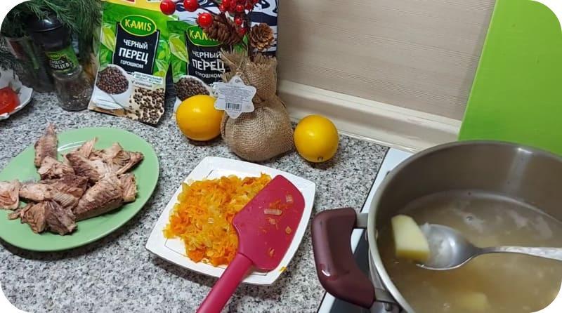 Ароматный суп из красной рыбы