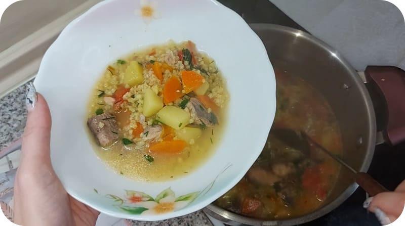 Приготовленный суп из горбуши