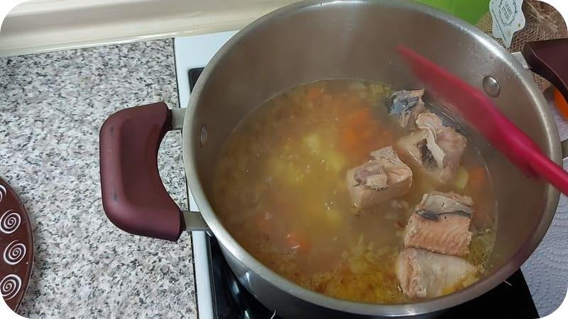 Варим суп из консерв