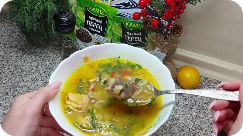 Готовый суп из форели