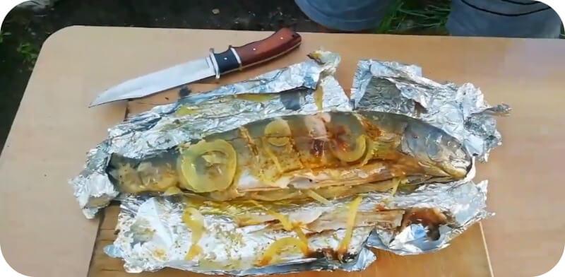 рыба в фольге на углях