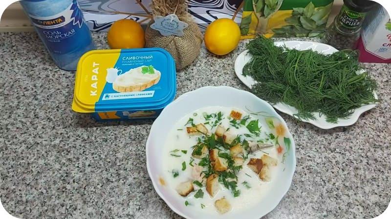 Финский суп с зеленью и гренками