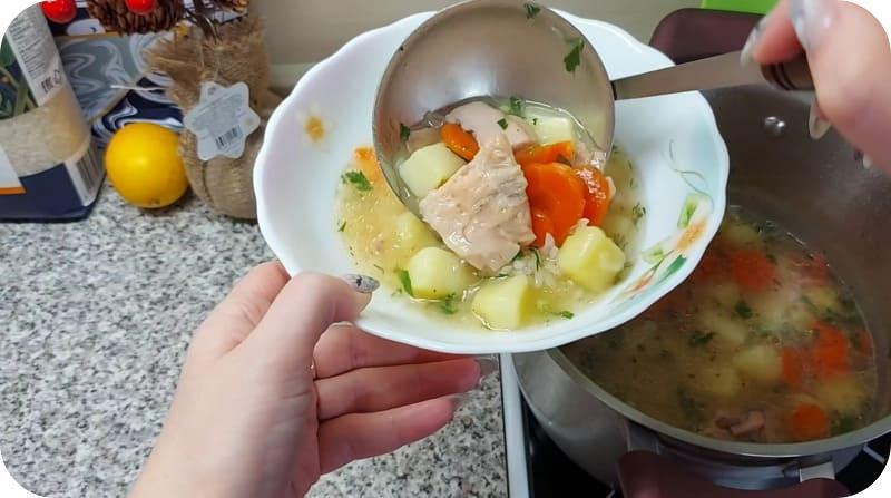 Суп с кусками горбуши