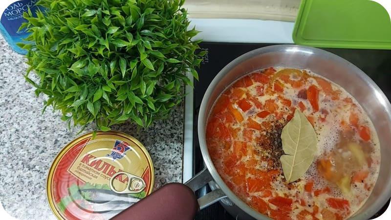 Суп из кильки с лаврушкой