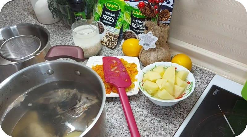 Приготовление супа из красной рыбы