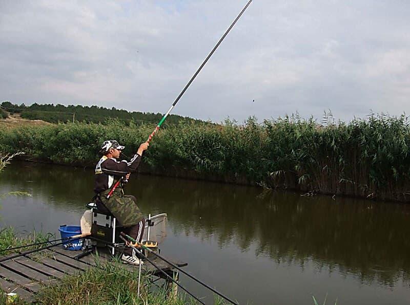 рыбалка на реке на попловок
