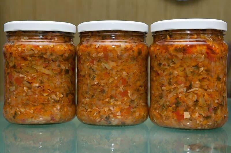 салат со скумбрией на зиму рецепты с помидорами и овощами