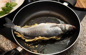сколько жарить рыбу на сковороде